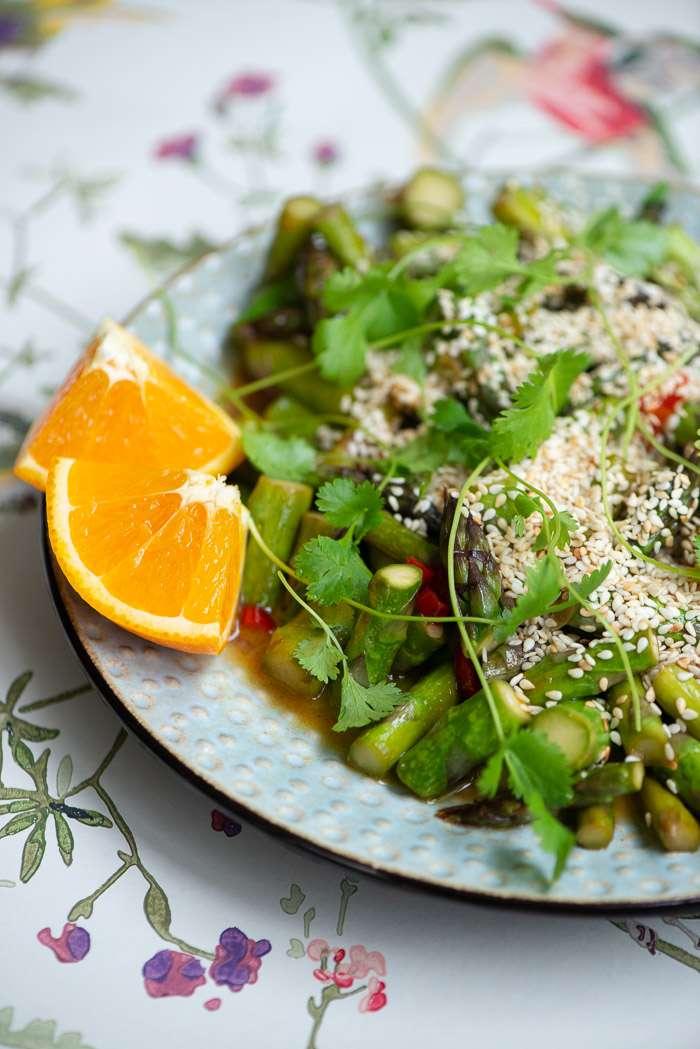 Opskrift på nem wokret med asparges