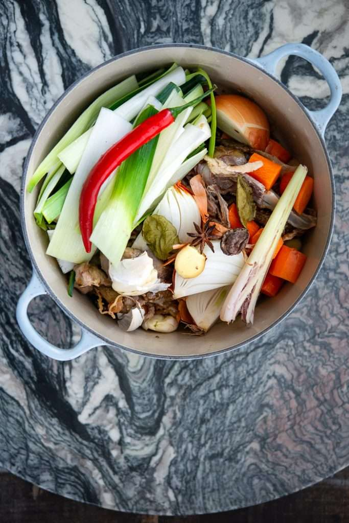 Ingredienser til asiatisk kyllingefond